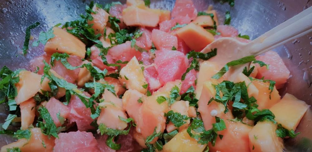 satokauden hedelmäsalaatti